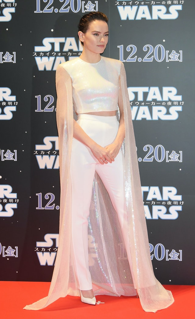 Daisy Ridley's hair at 'Star Wars: The Rise of Skywalker' with full outfit.
