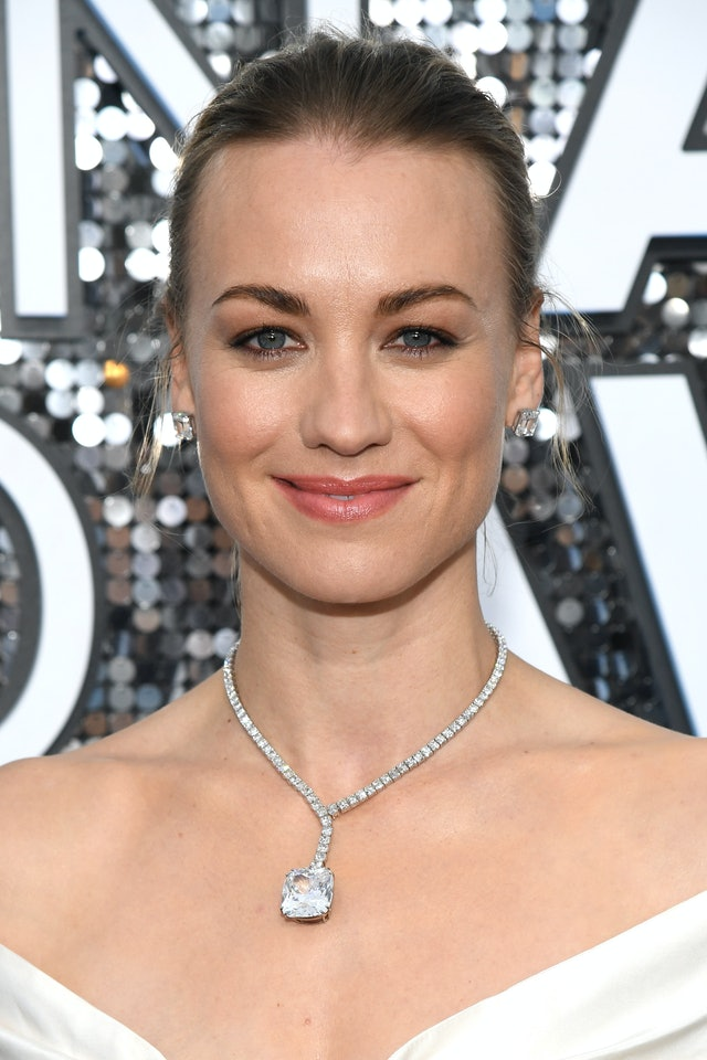 Yvonne Strahovski was one of the top 2020 SAG Awards beauty looks of the night