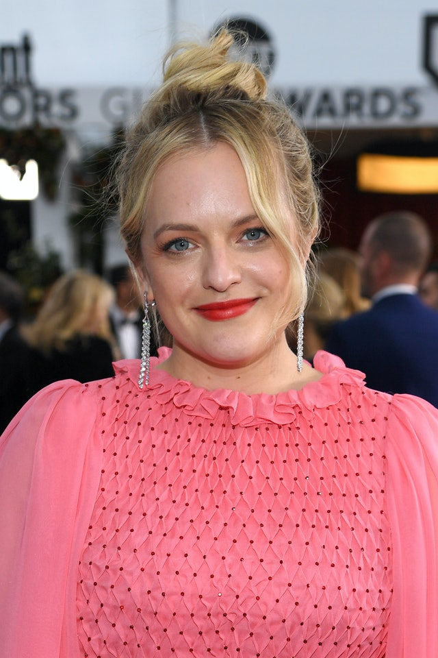 Elisabeth Moss was one of the top 2020 SAG Awards beauty looks of the night