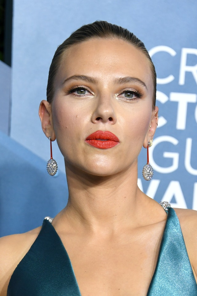 Scarlett Johansson had one of the top 2020 SAG Awards beauty looks