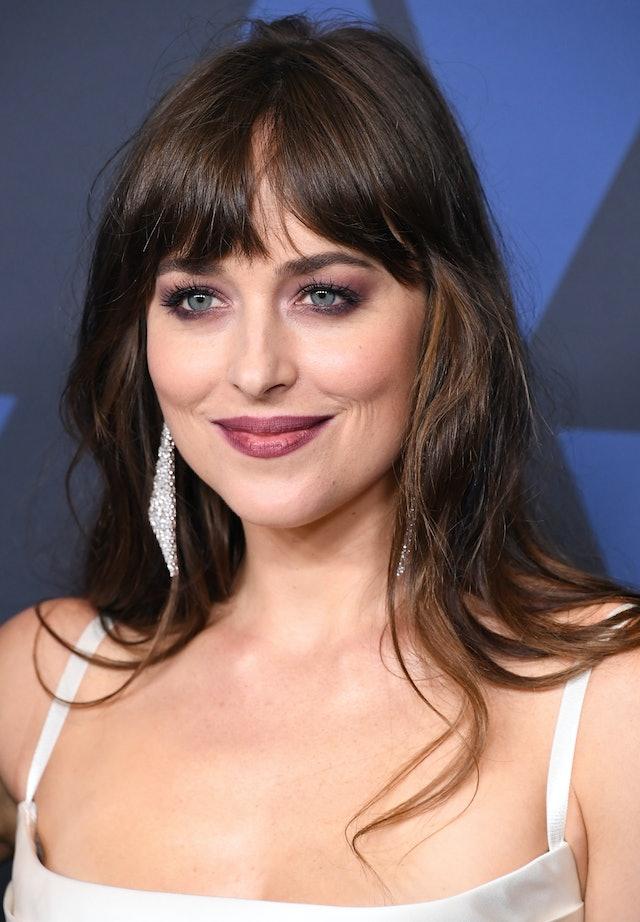 How To Style Curtain Bangs According To Dakota Johnson
