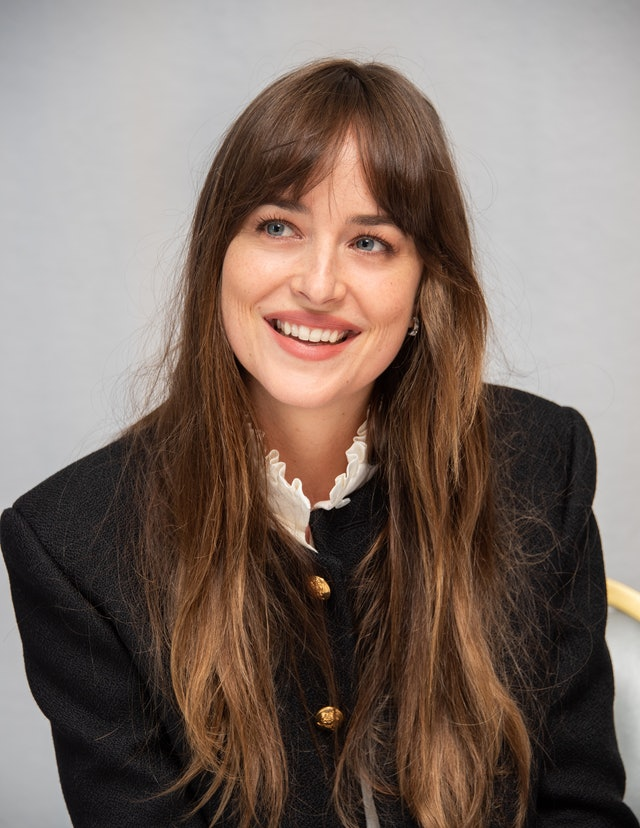 How To Style Curtain Bangs According To Dakota Johnson