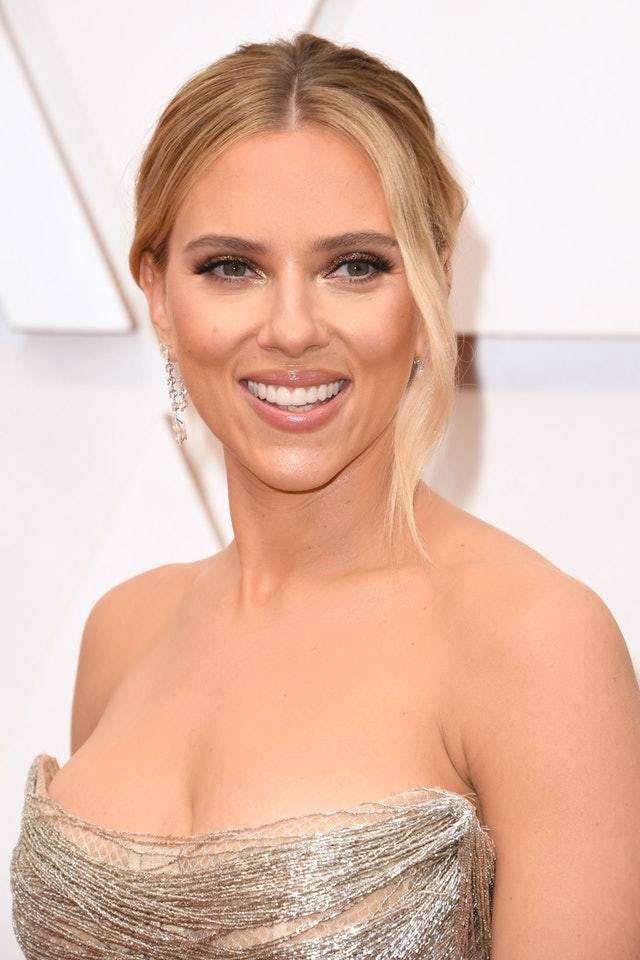 Scarlett Johansson's diamond earrings at the 2020 Oscars, pictured with dress.