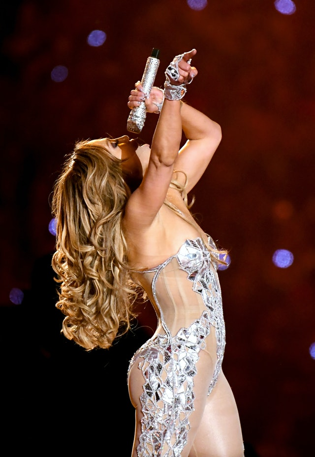 J.Lo's Hairstyle At The Super Bowl Relied On This Simple Curling Trick