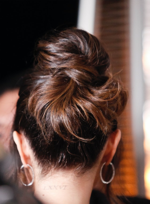 Selena Gomez's bun at the 2020 Hollywood Beauty Awards was the perfect date-night updo