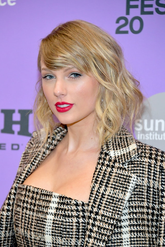 Taylor Swift's side-swept bangs are so early aughts