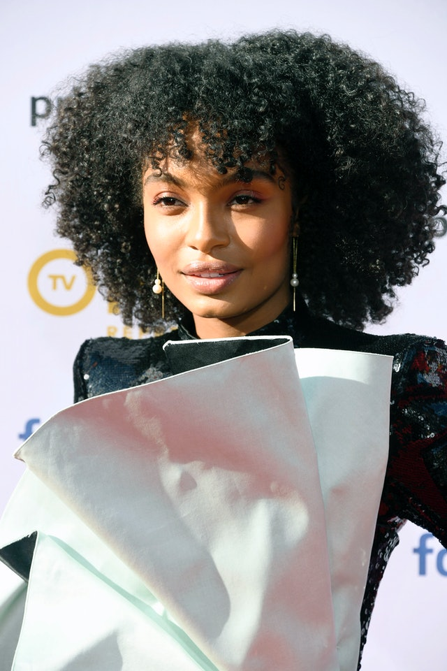 Yara Shahidi's curly bangs add even more oomph to her short, textured hair