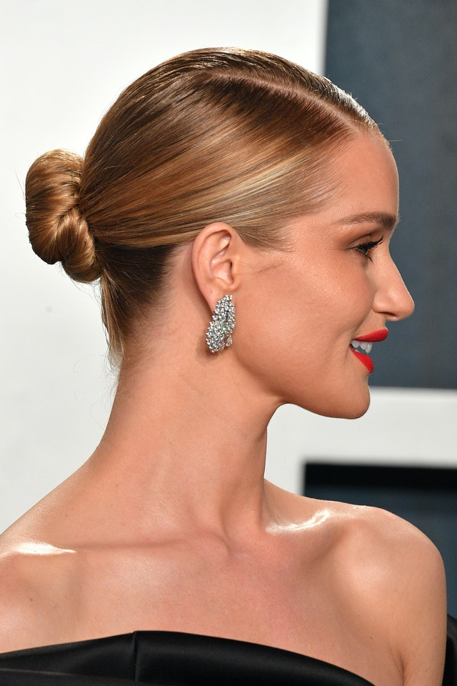 Rosie Huntington-Whiteley's coral lipstick was the perfect complement to her sleek low bun