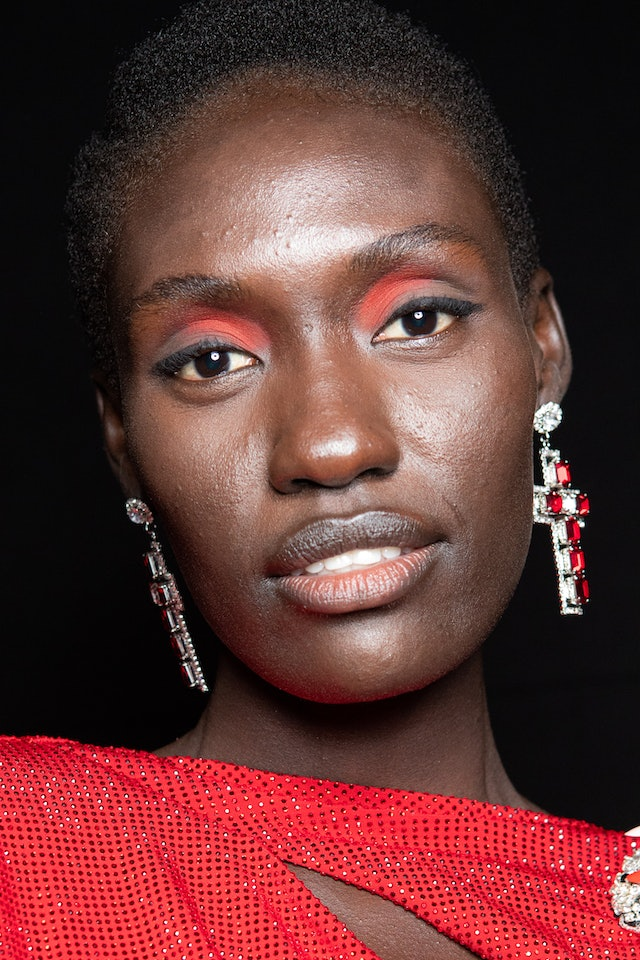 The monochromatic eyeshadow trend on a model backstage.