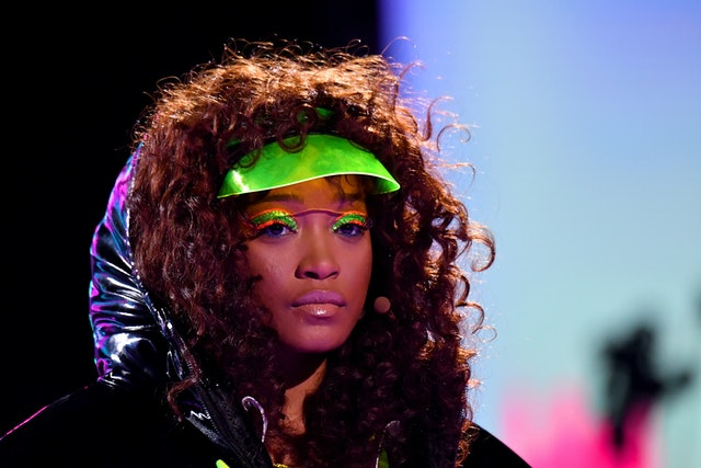 Palmer's most vibrant look featured neon eyeliner and green sparkly eyeshadow.