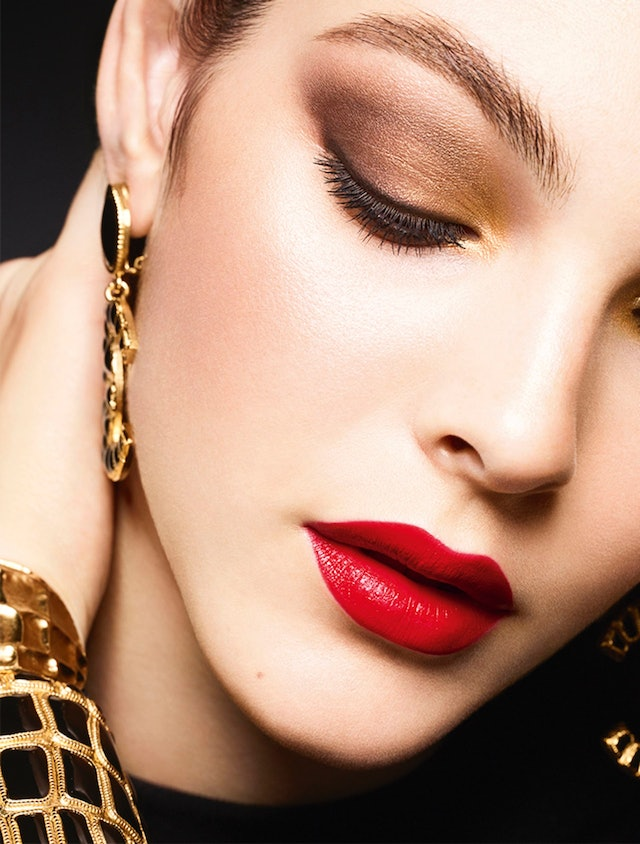 Chanel holiday 2019 makeup collection boasts bold lipstick in classic colors and a glamorous eyeshadow palette.