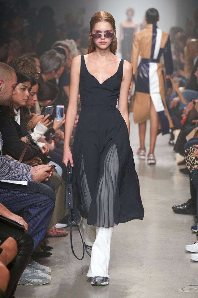Minimalist trend for Spring 2020 at Rokh