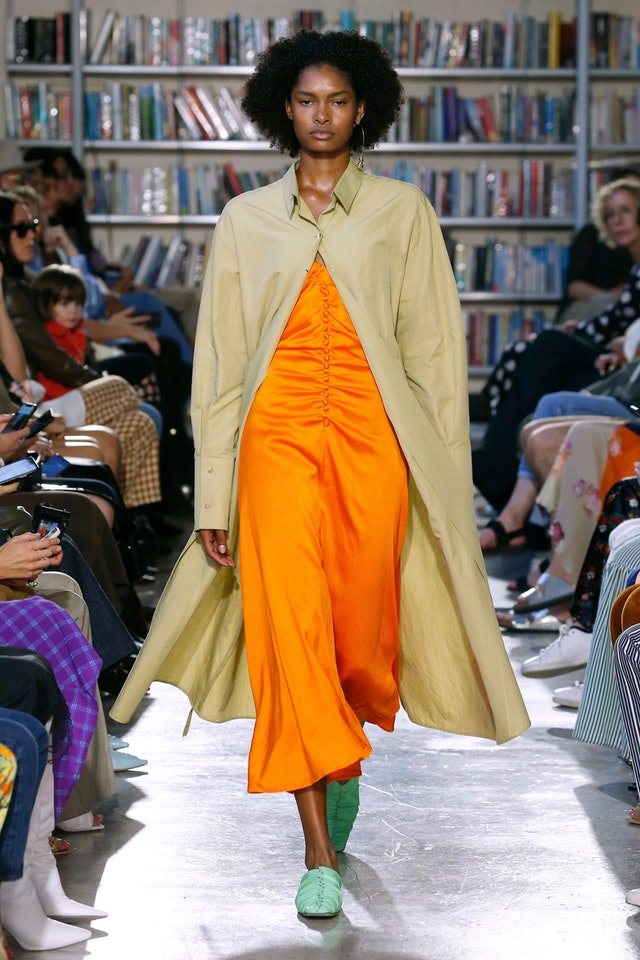 Spring 2020 Orange trend at Rejina Pyo