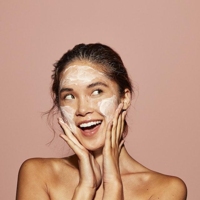 How Kiwi Botanicals' new Honey Melt Facial Cleansers works