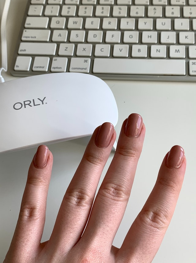 ORLY's Mini Gel Lamp review: the Rose All Day nail color on fingers.
