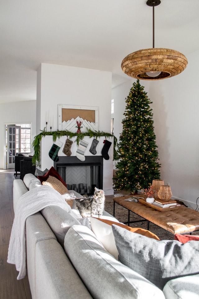 Pair mid-wood tones with grays to decorate with rattan in the winter