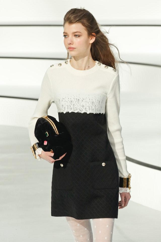 Chanel fall 2020 velvet clutch bag.