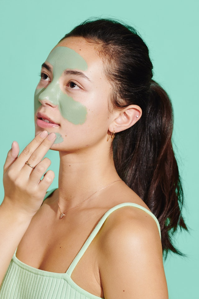 Thanks to the mint and bentonite and kaolin clays, the mud mask is super refreshing and detoxifying.