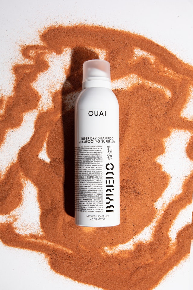 OUAI x BYREDO Super Dry Shampoo Mojave Ghost with ingredient swatch.