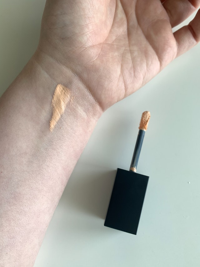 The Lip Bar's new Quick Conceal Caffeine Concealer review: before and after photos.