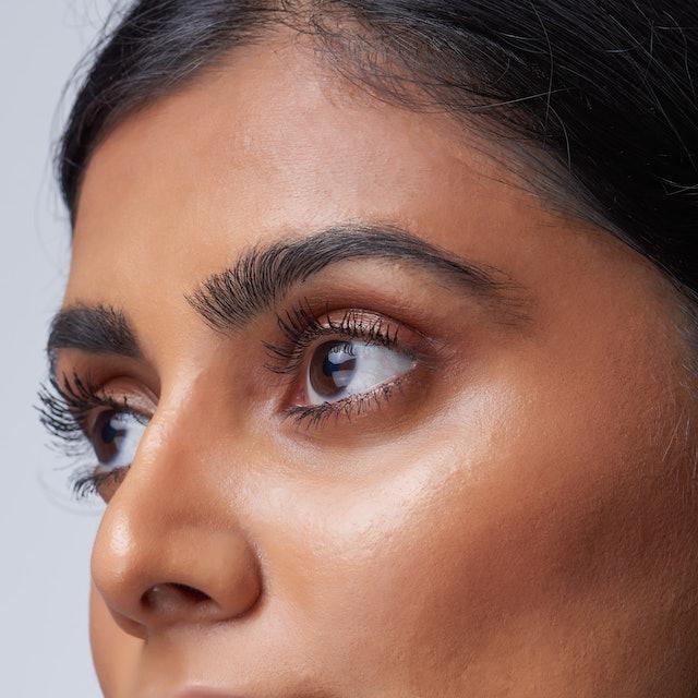 UOMA Beauty's new Drama Bomb Mascara volumizes and lengthens lashes