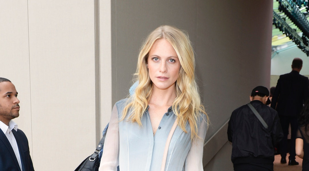 9851768684 0-Poppy-Delevingne -wearing-Burberry-at-the-Burberry-Prorsum-Womenswear-Spring_Summer-2015-Show.jpg?w=1080&h=600&auto=format&q=70&fit=crop&crop=faces