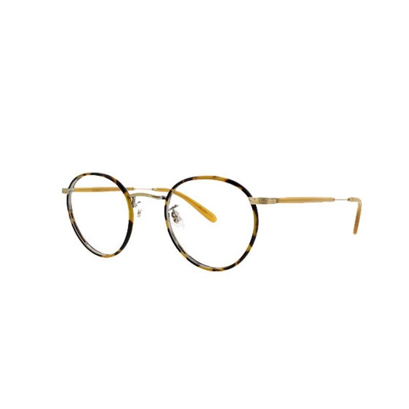 836de7f68ef It Girls Make A Case For Geek-Chic Glasses