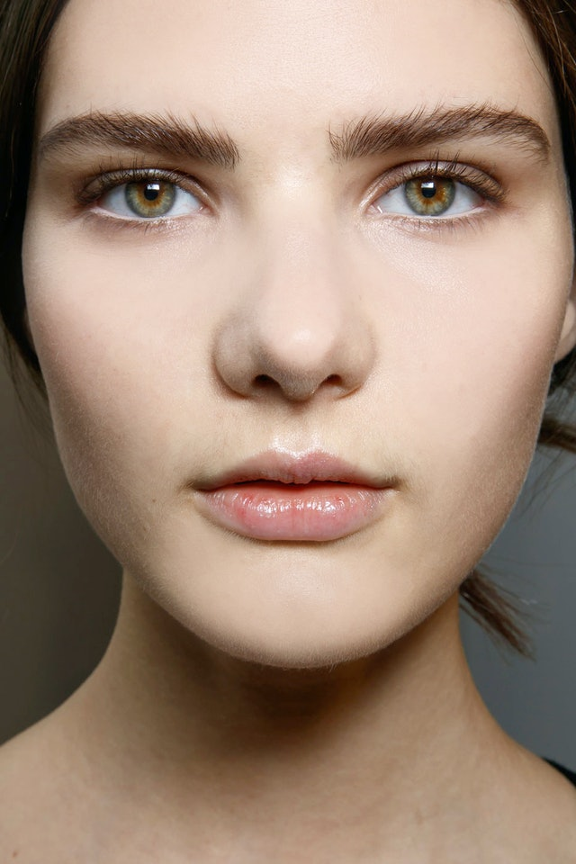 7 Ways You're Ruining Your Eyebrows