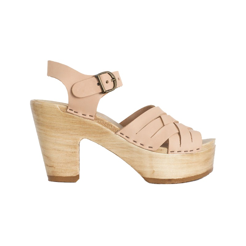2b4c86c3cade Leave It To Sarah Jessica Parker To Make This Ugly Shoe Incredibly Chic