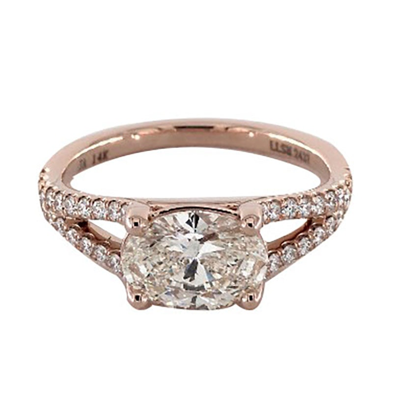 519813de03187 This Engagement Ring Trend Will Be Huge In 2018