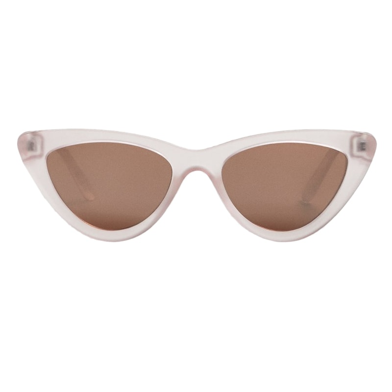 fc967692b1a Every It Girl Is Wearing This Sunglasses Trend